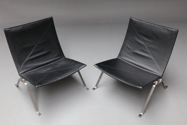 Poul Kjaerholm pair of lounge chair PK 22 black leather